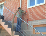 Insuflado de celulosa Thermofloc con sello Natureplus por el exterior de vivienda de ladrillo caravista